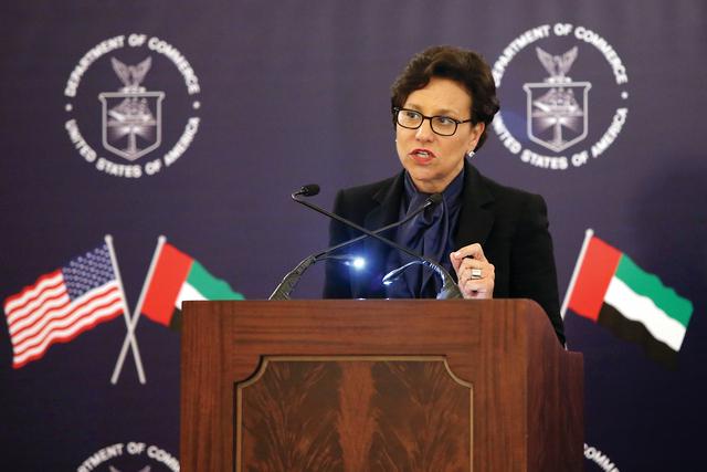 الصورة : الوزيرة الاميركية متحدثة خلال الاجتماع  تصوير -مجدي اسكندر