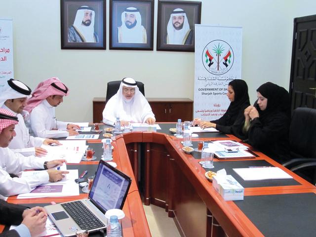 الصورة : جانب من اجتماع اللجنة العليا للجائزة   البيان