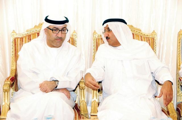 عبد الرحمن العويس مقدماً العزاء في وفاة والدة ناصر المعلا