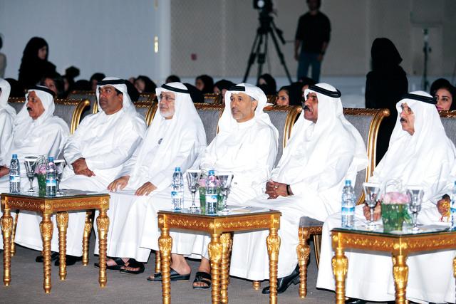 الصورة : احمد الفردان ومحمد الكمالي  ويوسف السركال و الحضور