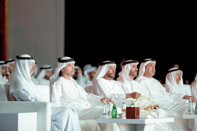 الصورة : .. وسموه خلال الحفل بحضور  سرور بن محمد ونهيان بن زايد وسلطان بن خليفة ونهيان بن مبارك
