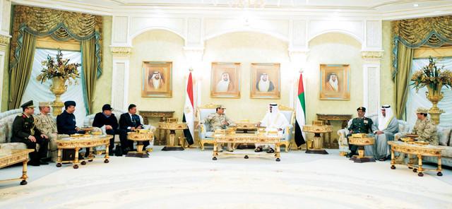 محمد بن زايد يتبادل الأحاديث الودية مع عبدالفتاح السيسي  وام