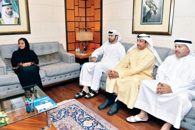 الصورة : لبنى القاسمي ومحمد القرقاوي ومحمد الشيباني ومصبح الفتان خلال اللقاء