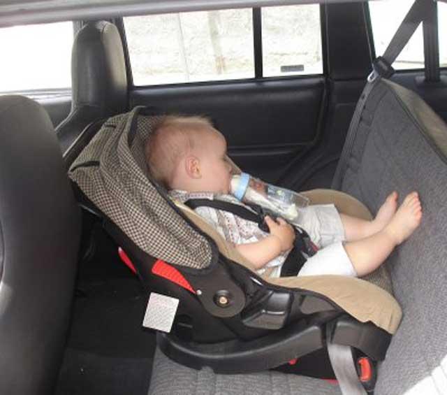 اختراع يحمي الأطفال من الموت داخل السيارات Image
