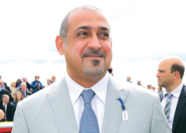 الصورة : سلطان بن خليفة: بطولة غالية حولت أنظار العالم نحو الجواد العربي