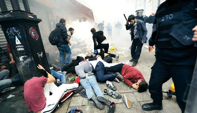 قمع وحشي للمتظاهرين في اسطنبولرويترز