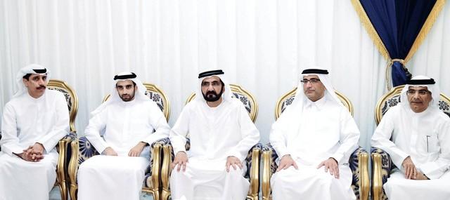 محمد بن راشد يقدم العزاء لمحمد وفهد آل رفيع  بحضور عيسى كاظمتصوير- خليفة اليوسف