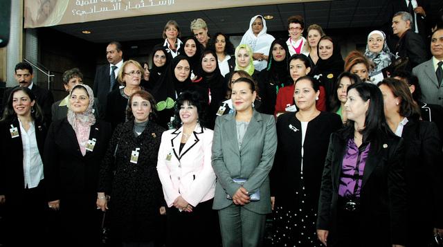 الصورة : اتحاد المستثمرات العرب يكرم أم الإمارات تقديراً لجهودها في دعم برامج النهوض بالمرأة العربيةالبيان
