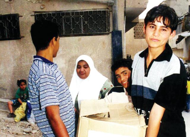 الصورة : الشيخة فاطمة تتبرع بـ400 ألف درهم للمخيمات الفلسطينية