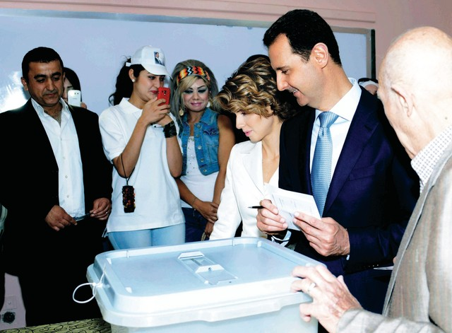 الصورة : بشار يدلي بصوته   أ.ب