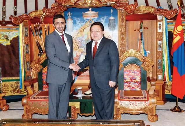 الصورة : عبدالله بن زايد خلال لقائه رئيس منغوليا     وام