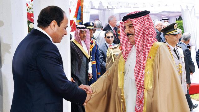 الرئس المصري يتلقى التهنئة من العاهل البحريني الملك حمد بن عيسىأ.ب