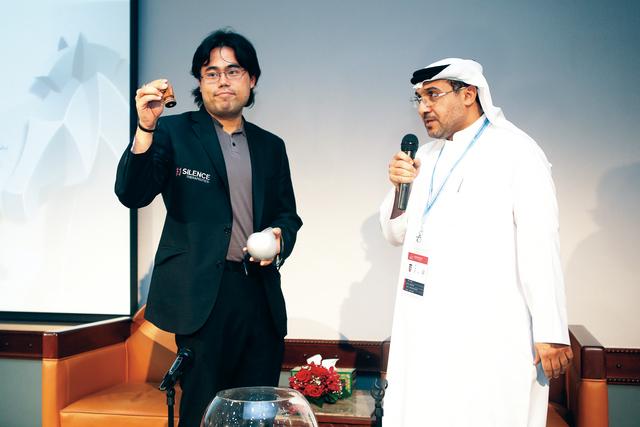 مهدي عبد الرحيم يشرف على مراسم القرعةالبيان