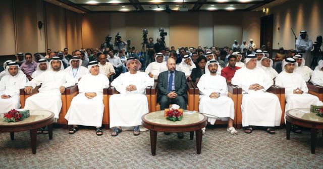 الصورة : سلطان بن خليفة بن شخبوط يتوسط الحضور                                                 تصوير سالم خميس
