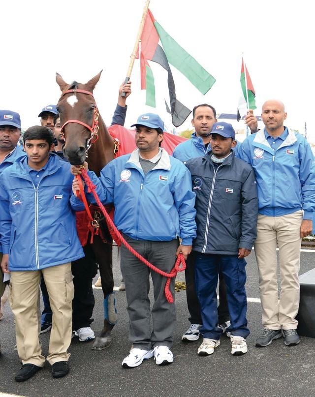 حمد بن دلموك ومحمد العضب والمدرب إسماعيل محمد في لقطة جماعية