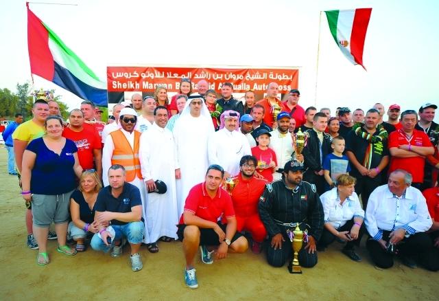 صورة البلكونة - لقطة جماعية للفائزين مع ضيوف الشرف