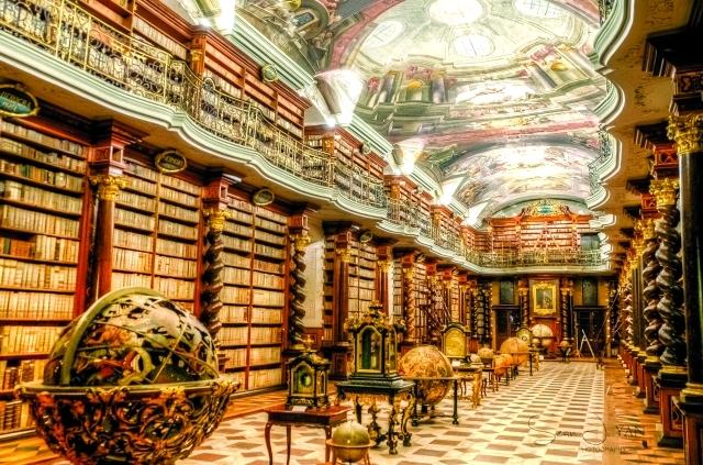 محتوى هائل من الكتب والمخطوطات