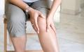 الصورة: الصورة: لماذا يزداد ألم الركبتين في الشتاء؟