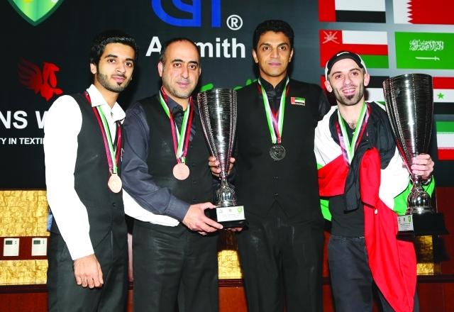 الصورة : لاعبونا يحملون جوائزهم في حفل التتويج