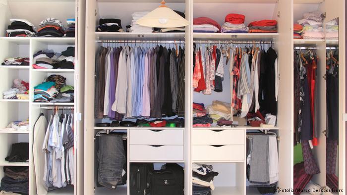 3ba87625ed413 6 أسرار لترتيب خزانة الملابس! - البيان