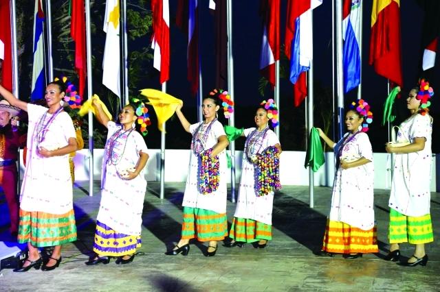 الصورة : فرقة الفنون المكسيكية قدمت عروضاً تراثية رائعة في الافتتاح - البيان