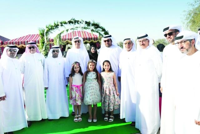 الصورة : راشد بن فهد وحسين لوتاه وقيادات البلدية خلال تدشين تطوير حديقة مشرف  من المصدر