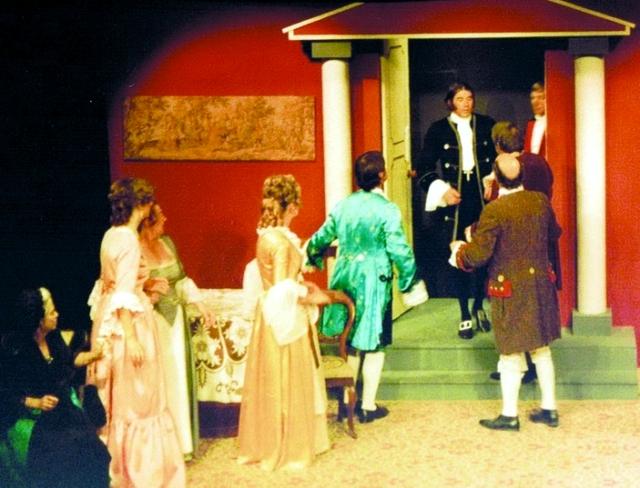 الصورة : مشهد من مسرحية «طرطوف»