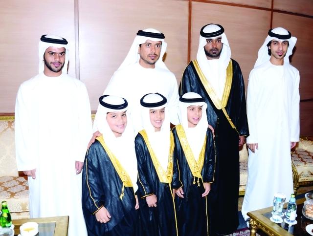 الصورة : سلطان بن طحنون وسلطان بن سعيد وعمار بن ناصر المعلا والعريس