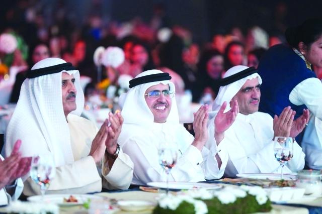 الصورة : مطر حميد الطاير وسعيد الطاير وسعيد خوري خلال حفل هيئة كهرباء ومياه دبي  -  من المصدر