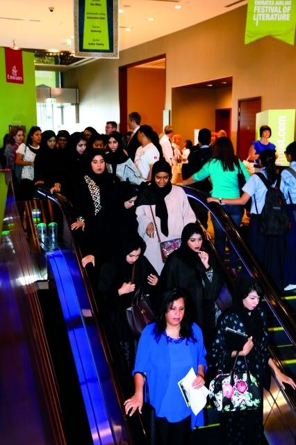 الصورة : صور عامة من مهرجان طيران الامارات للكتاب في يومه الثاني، مارس 5، 2015. تصوير عبد الحنّان مصطفى