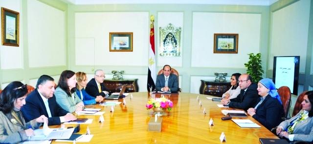 الصورة : الرئيس المصري خلال لقائه أعضاء المجلس التخصصي للتعليم والبحث العلمي  -  البيان