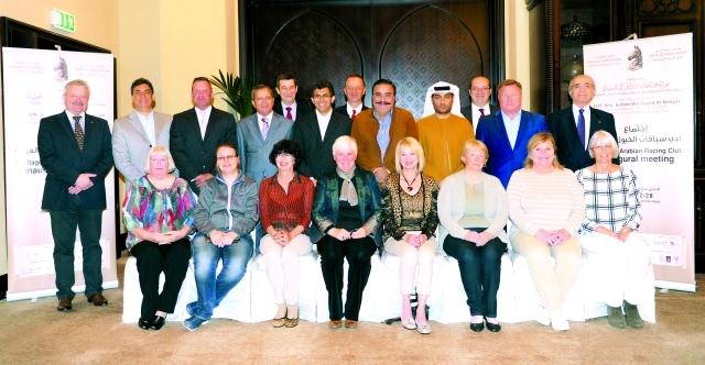 الصورة : المشاركون في اجتماع تأسيس النادي الدولي الجديد للخيول العربية