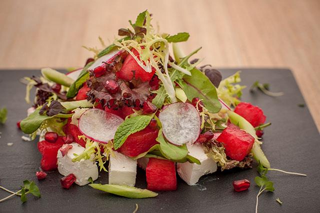 الصورة : سلطة البطيخ الأحمر وجبنة فيتا