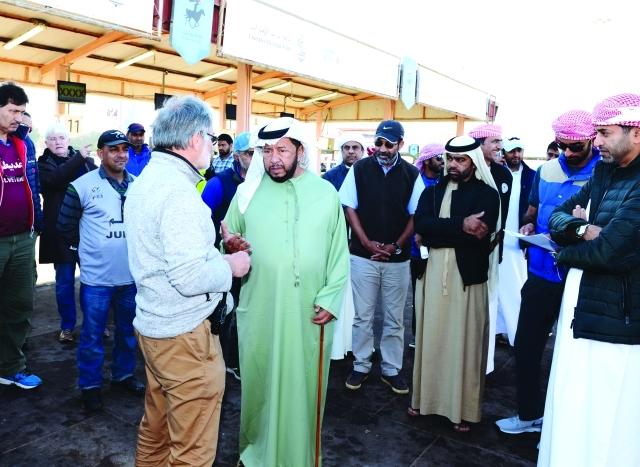 الصورة : سلطان بن زايد خلال متابعته السباق     البيان