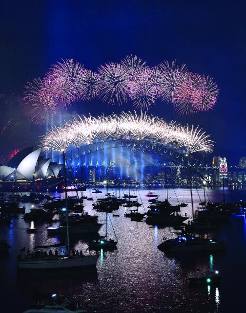 الصورة : احتفالات سيدني استمرت 12 دقيقة واستهلكت 7 أطنان من الألعاب النارية - أ ف ب