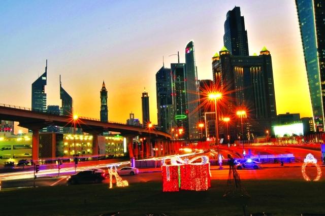 الصورة : ■ لوحات موشاة بمعاني المهرجان تسرد قصص تميز دبي      من المصدر