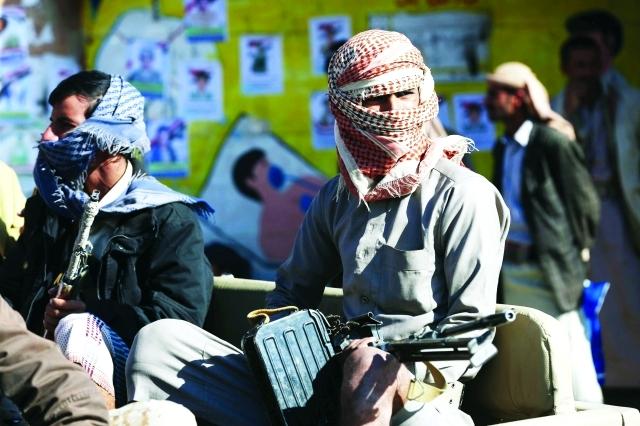 الصورة : مقاتلون من المقاومة على متن شاحنة قرب خط الجبهة في مأرب | رويترز