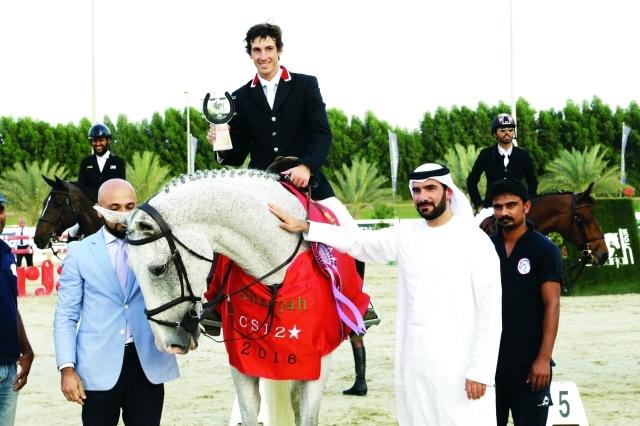 الصورة : ■ اليحيائي وعون يتوجان شومان بطل الفئة الكبرى  |  تصوير - محمد الزرعوني