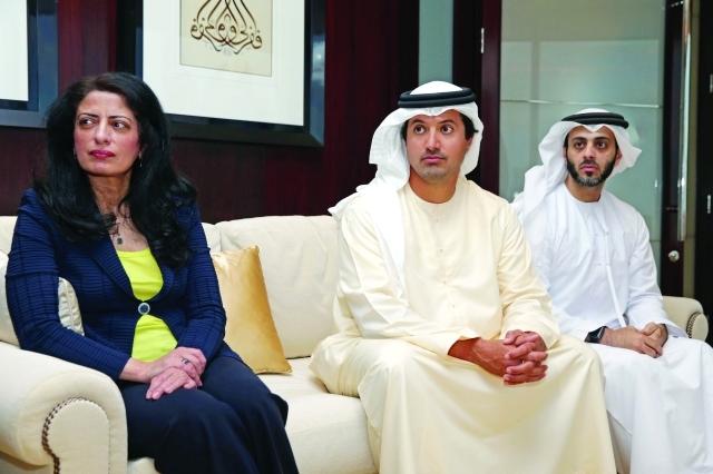 الصورة : هلال المري وأمينة الرستماني ومالك المالك خلال اللقاء