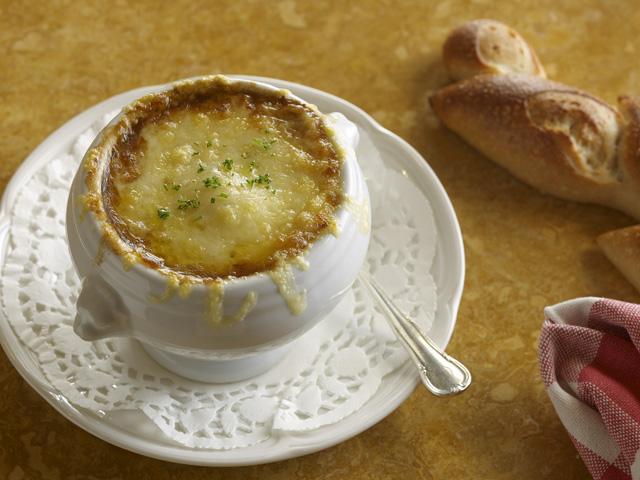 الصورة : حساء البصل الفرنسي
