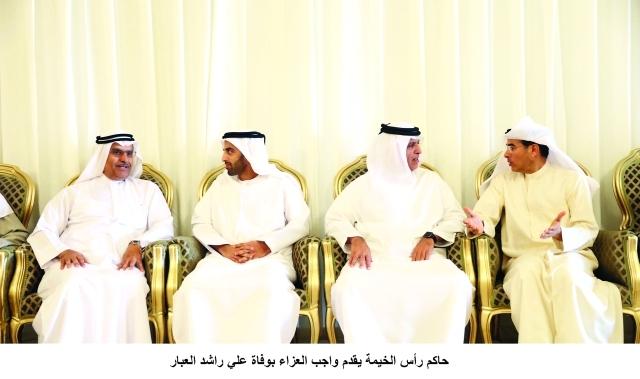 الصورة : ■ حاكم رأس الخيمة ومحمد بن سعود القاسمي خلال تقديمهما واجب العزاء لمحمد العبار بحضور أحمد الطاير  |  وام