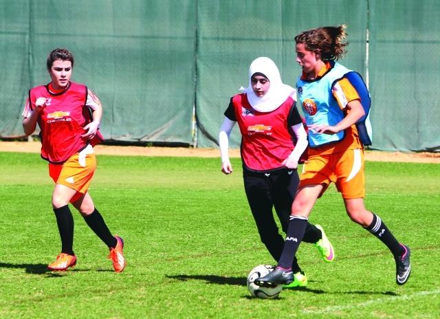 الصورة : ■ تقديم مستويات احترافية في كرة القدم في مختلف بطولات مدارس دبي    البيان