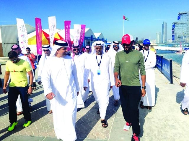 الصورة : ■ ناصر بن حمد آل خليفة يشارك في سباق اليوم  |  البيان