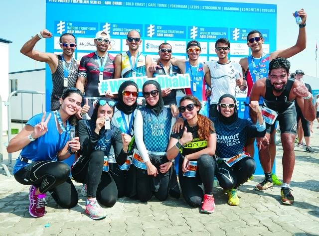 الصورة : ■ وفد الكويت في بطولة الترايثلون يحتفل بالفوز