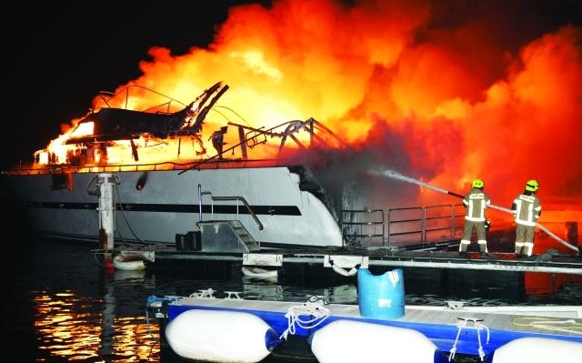 الصورة : Ⅶ جانب من عمليات إطفاء الحريق