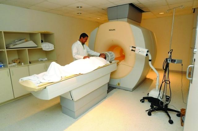الصورة : التصوير بجهاز (إم، آر، آي) لكشف الإصابة بالسرطان