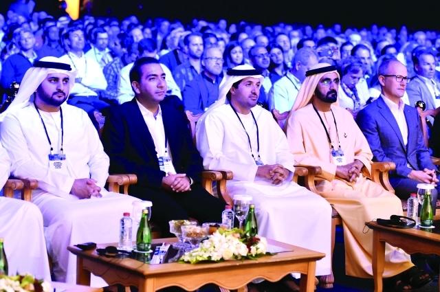 الصورة : محمد بن راشد ومكتوم بن محمد وهلال المري