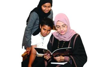 الصورة: «منى اليافعي»: عائلتي تعشق الكتاب والمعرفة