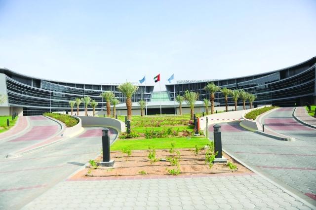 جامعة الإمارات تقبل الطلبة غير المواطنين بمعدلات محددة عبر