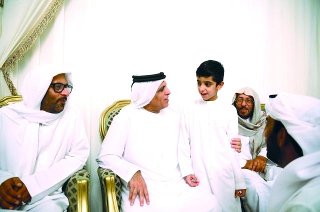 الصورة : ■ حاكم رأس الخيمة يعزي أسرة الشهيد جاسم البلوشي     وام